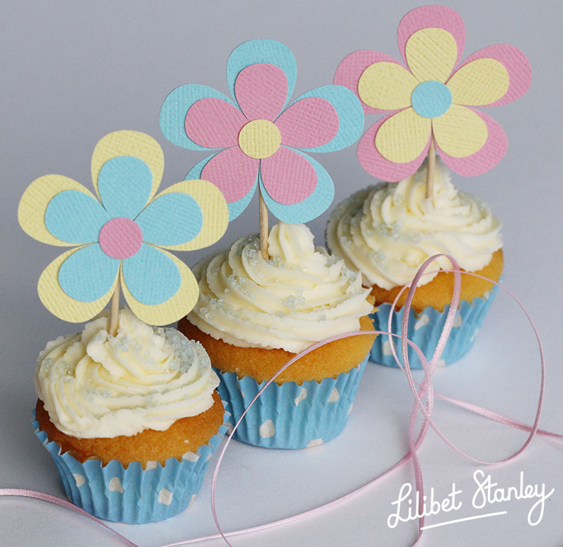 blue cupcake8-Lilibet Stanley